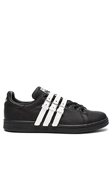 Stan Smith Strap Sneaker in Core Black & Vintage White