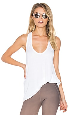 Fit Scoop Tank in White