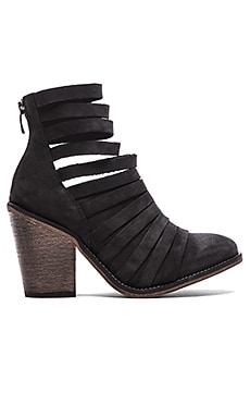 Hybrid Heel Boot in Black
