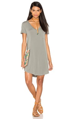 V Neck Pocket Tee Dress in Cobblestone