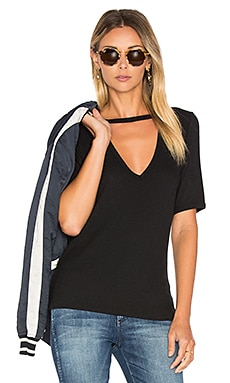 Ribbed Cutout V Tee in Black