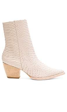 Caty Boot in Ivory