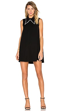 Collar Trapeze Dress en Negro