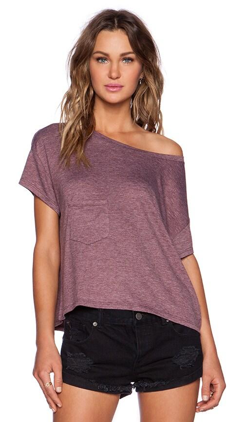 Как сделать из футболки футболку со спущенным плечом