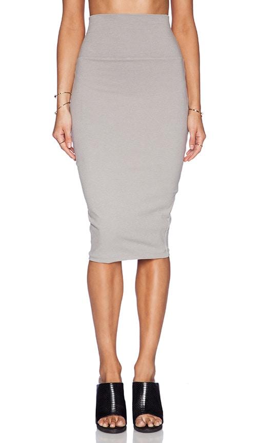 Крой юбки с завышенной талией зародился ещё в античные времена, бесспорно, выступает юбка-карандаш