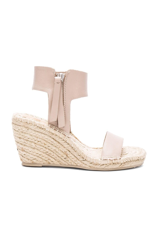 Gisele Sandal