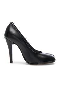 Tabi Split-Toe Leather Pumps in Black