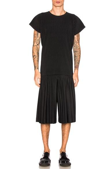 Pleats Bottom Shorts