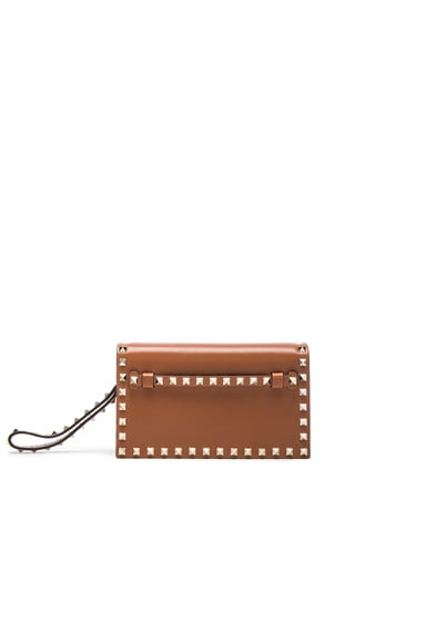 Valentino Rockstud Small Clutch in Light Cuir