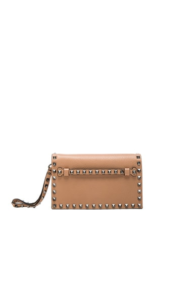 Valentino Rockstud Small Clutch in Soft Noisette