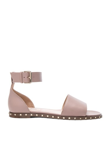 Valentino Leather Soul Rockstud Flat Sandals in Poudre