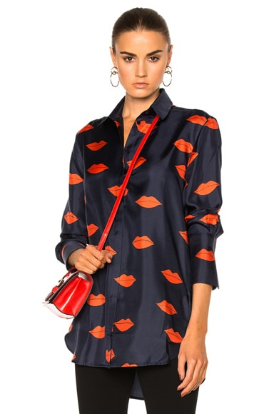 Victoria Victoria Beckham Tux Cuff Shirt in Navy & Red Scattered Lips