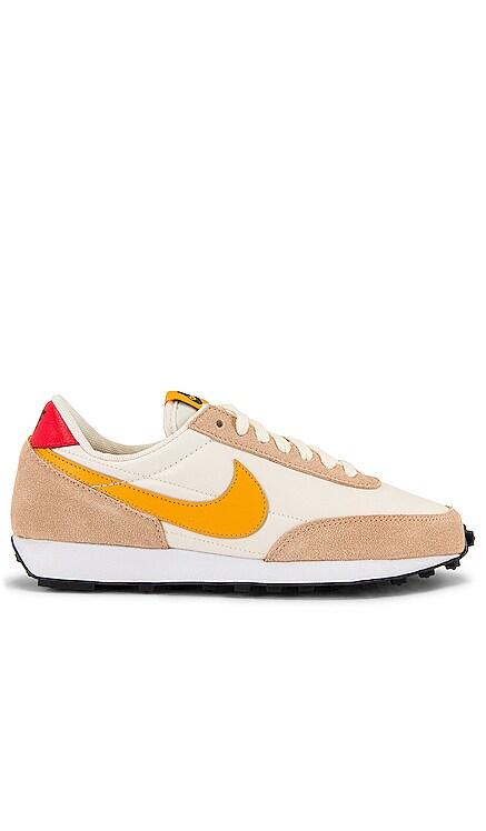 Daybreak Sneaker Nike $90 NEW