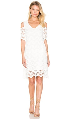 Cold Shoulder Lace Dress in Weiß