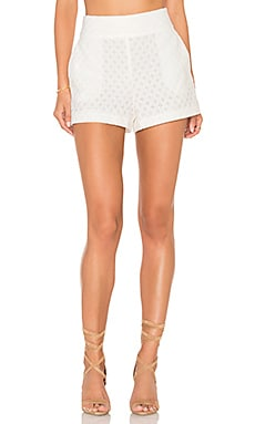 Flat Front Lace Short en Cloud
