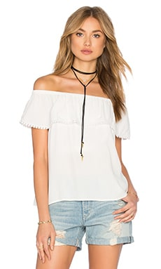 Cold Shoulder Ruffle Blouse en Gris