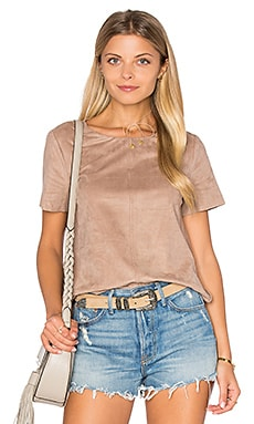 Faux Suede Top em Light Truffle