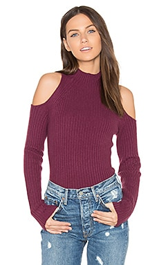 Gianna Cold Shoulder Sweater en Syrah
