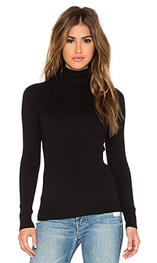 Solid Rib Turtleneck Sweater en Noir