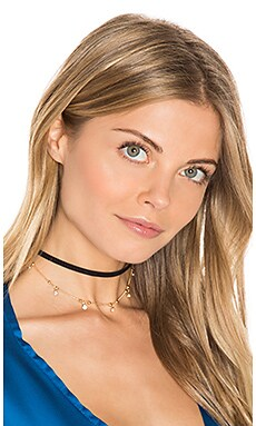 Trinket Choker in Gold