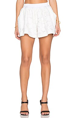 Assali Hibiscus Short in Crisp White