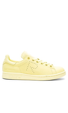 Stan Smith Sneaker in Blush Yellow