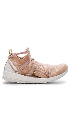 Pure Boost X Sneaker en Copper & White Chalk & Bliss Coral