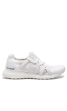 Ultra Boost Sneaker en White & Core Black
