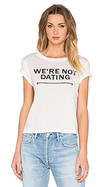 Brothers Not Dating Crop Tee en Blanc