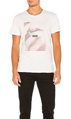 AGOLDE Festival Tee in Kiss Print