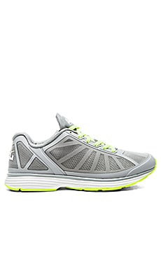 Athletic Propulsion Labs: APL Windchill en Cosmic Grey & Energy