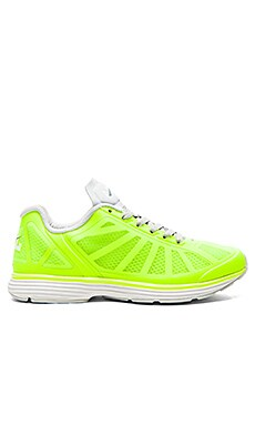 Athletic Propulsion Labs: APL Windchill Sneaker en Energy & Steel Grey