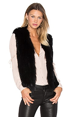 Short Collared Rabbit Fur Vest in ブラック