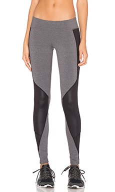 alo Undertone Legging in Stormy Heather & Black Glossy