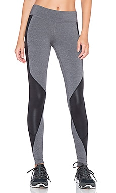 alo Undertone Legging in Stormy Heather & Black