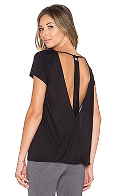 alo Row Short Sleeve Top in Black & Black