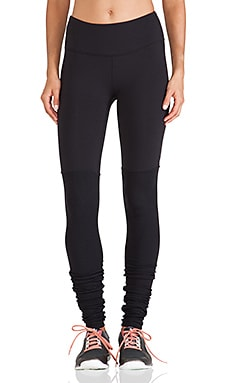 alo Goddess Ribbed Legging in Black & Black