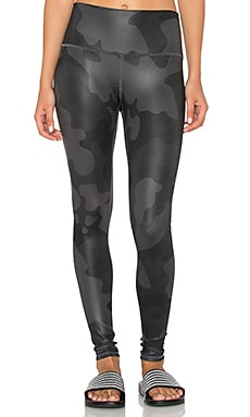 High-Waist Airbrush Legging in Black Camo