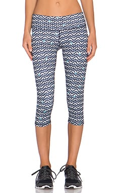 alo Airbrush Capri Pant in Arrow Print