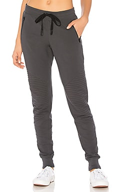 PANTALON SWEAT URBAN alo $98