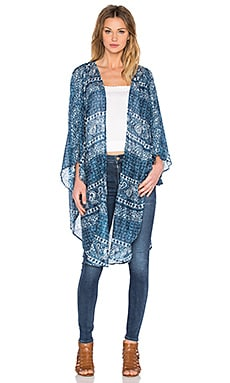 AMUSE SOCIETY Evermore Kimono in Indy Blue