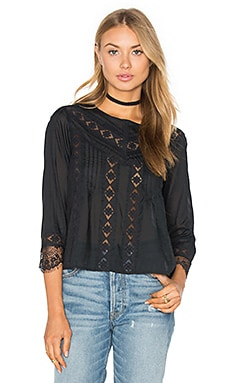 Cherish Woven Top en Black Sands