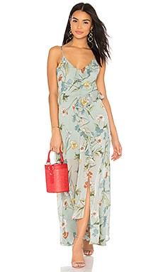 Фото - Платье sienna - ASTR the Label серовато-зеленого цвета