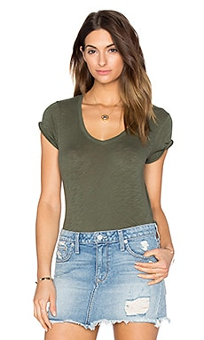 Schoolboy V Neck Tee in Moss
