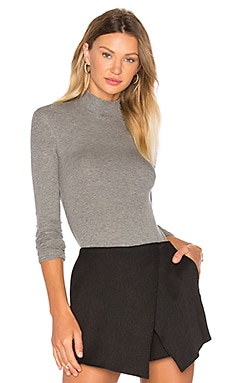 Long Sleeve Micro Modal Mock Neck Top en Gris Chiné