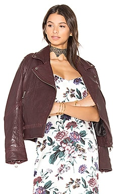 Jones Boyfriend Biker Jacket en Black Cherry