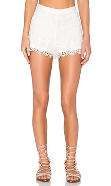 Keeley Short en Blanco