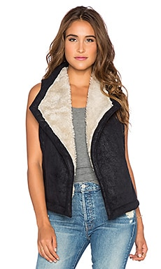 BB Dakota Wavery Vest with Faux Fur Lining in Black