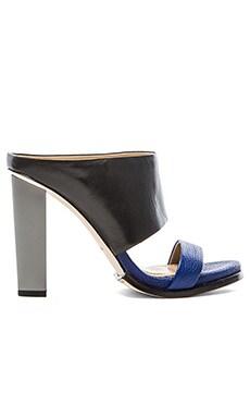 BCBGMAXAZRIA Limber Heel in Black & Cobalt Blue