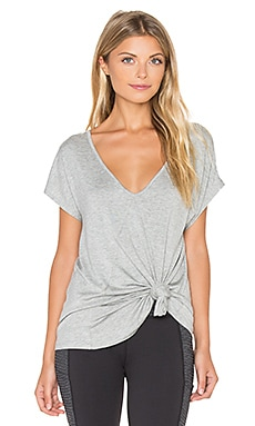 Beyond Yoga Slinky Back Flare Tee in Heather Gray